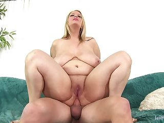 Perfect huge pain in the neck blonde plumper enjoys her plump pussy getting pounded hard