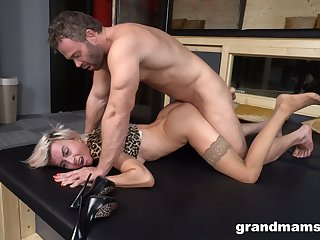 Mind blowing home porn with a sensual blonde woman ablaze