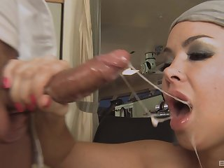 Close up flick made on good terms with facial ending be required of Sophia Santi