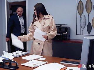Secretary sucks dick and fucks vanguard same time with playing kinky