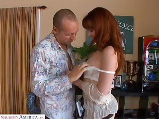 Sex-appeal ginger slut Trinity Post gets her anus stretched