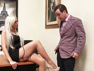 Extremely Sexy Milf Nina Elle Shows Why She Is The Boss 4k