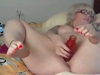 This pretty BBW with a fat butt rocks and I love her hot solo sessions