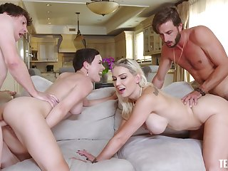 Cum swapping sluts Olive Glass plus Kenzie Taylor fucked wide of 2 guys