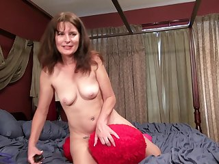Scurrilous mature Shelby Ray moans while pleasing her hairy pussy
