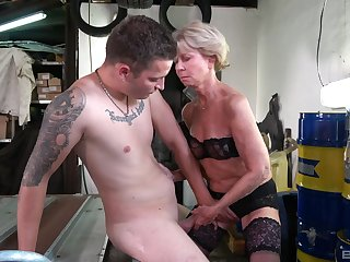 Deepthroat together with hard sex for the old lady with a skinny ass